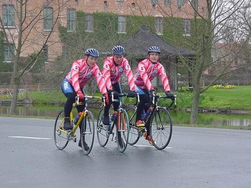 Cyklister vid Vittskövle slott